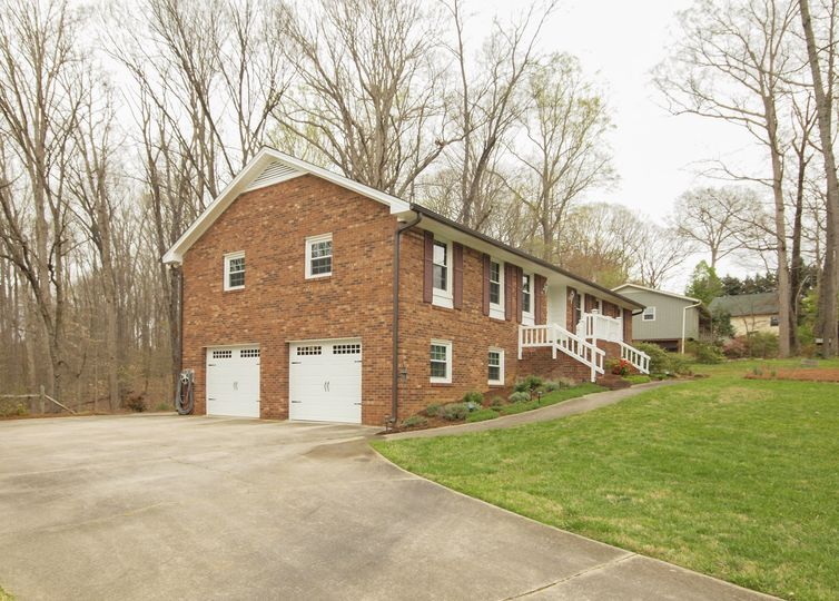 115 Briarwood Court Clemmons, NC 27012