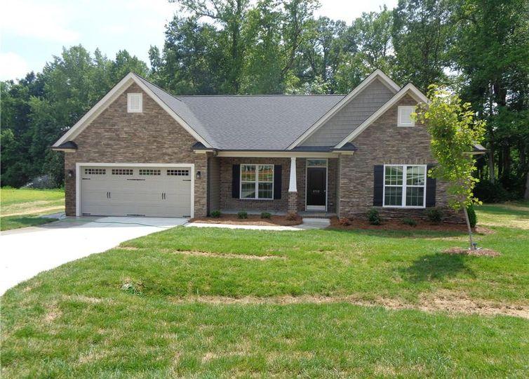 8712 Drummond Estates Drive Kernersville, NC 27284