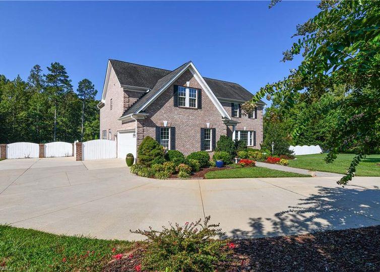 4606 Brookmont Court Greensboro, NC 27406