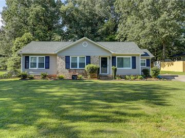 325 Clearbrook Road Matthews, NC 28105 - Image 1