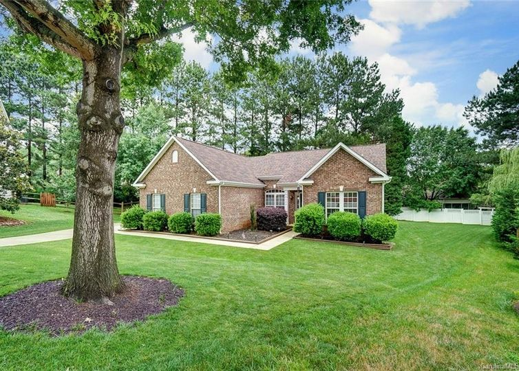 124 Rolling Stone Court Mooresville, NC 28117