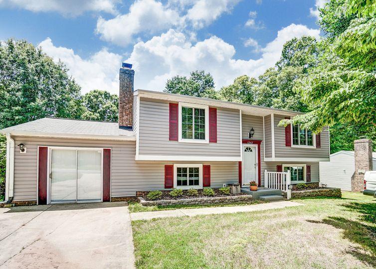 1242 Farmfield Lane Charlotte, NC 28213