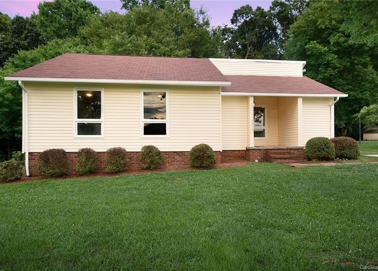 152 Sparrow Road #75 Statesville, NC 28625