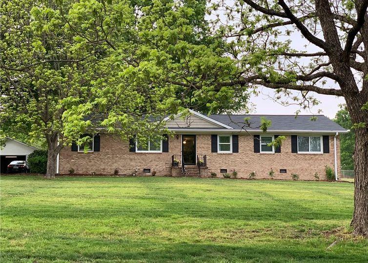 5809 Scarlet Oak Drive Mcleansville, NC 27301