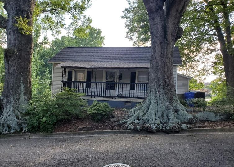 304 Clover Street Mooresville, NC 28115