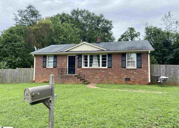 15 Eastwood Court Greenville, SC 29607