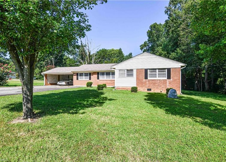 5115 Eastcrest Road Mcleansville, NC 27301