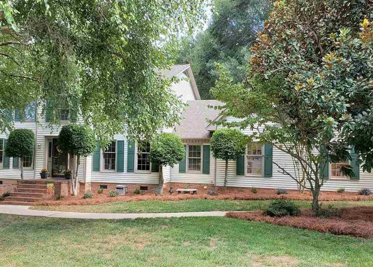 206 Chestnut Oaks Circle Simpsonville, SC 29681