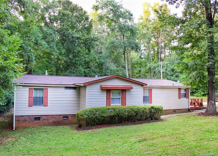 5691 Country Lane Stanley, NC 28164
