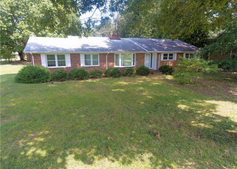 4301 Belvoir Drive Greensboro, NC 27406