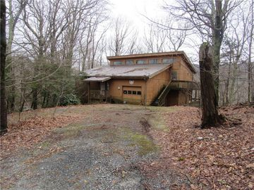 150 Squirrel Corn Lane Sugar Mountain, NC 28604 - Image 1