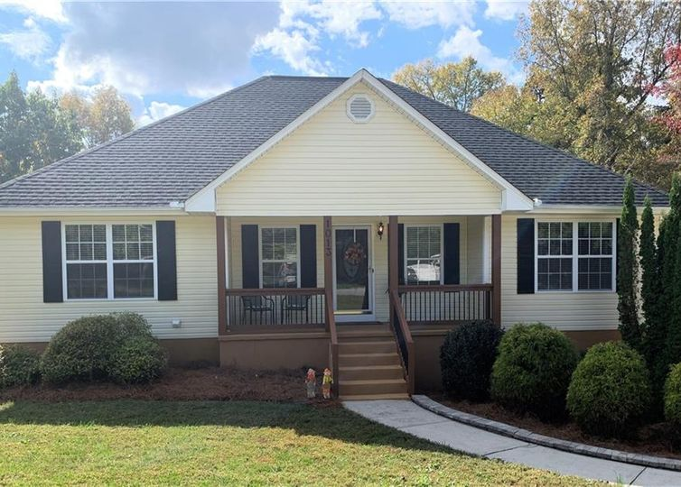 1013 Cantering Road High Point, NC 27262