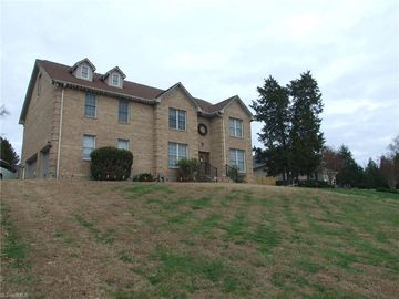 137 Briar Cliff Court Thomasville, NC 27360 - Image 1