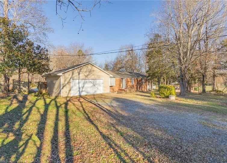 5206 Foxburrow Road Greensboro, NC 27406