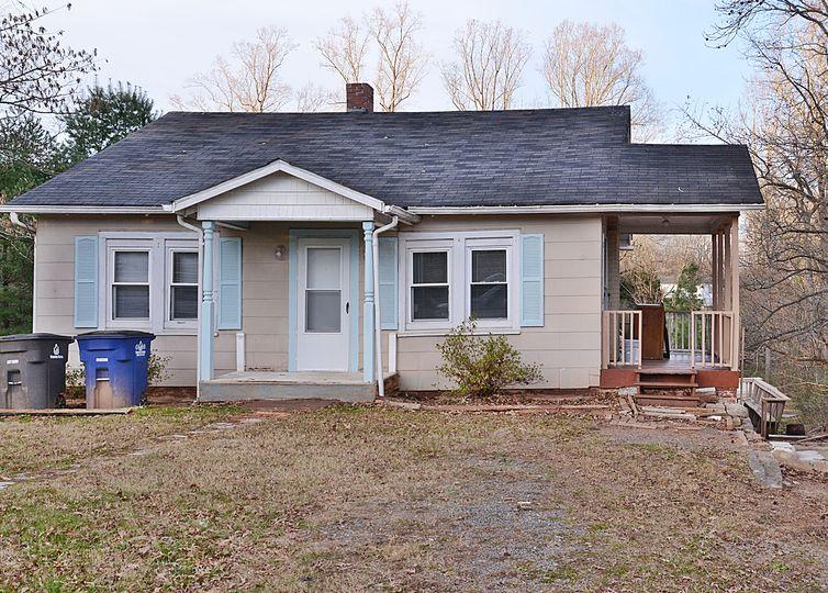 1403 Pleasant View Drive Winston Salem, NC 27105
