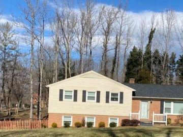 5426 Garden Lake Drive Greensboro, NC 27410 - Image