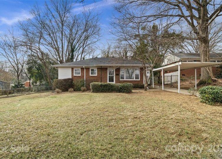2546 Elkwood Circle Charlotte, NC 28205