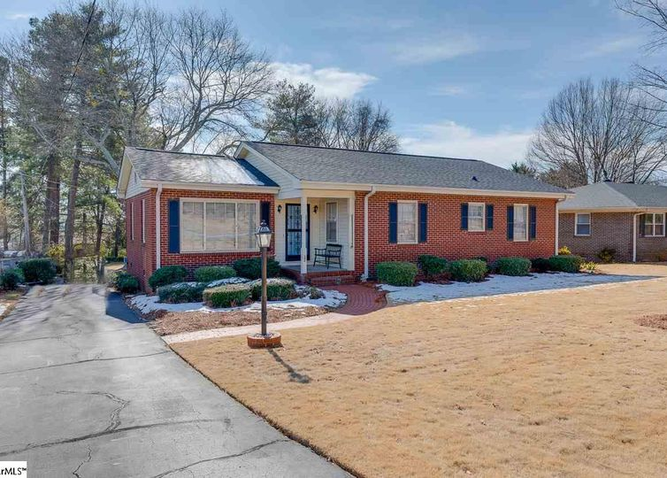 206 Hillside Drive Greer, SC 29651