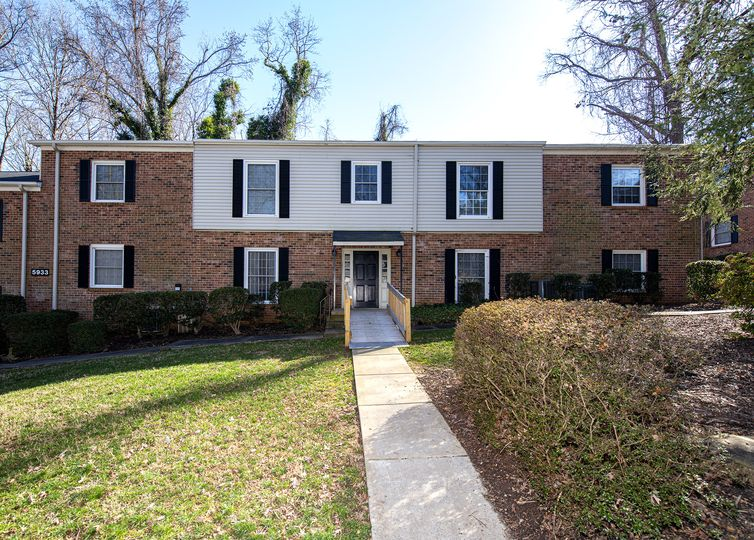 5933 Quail Hollow Road H Charlotte, NC 28210