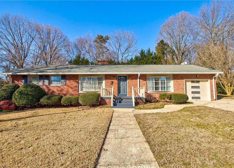 2417 Ardmore Manor Winston Salem, NC 27103