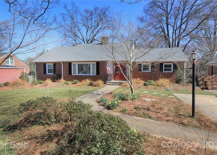 141 W Stewart Avenue Mooresville, NC 28115