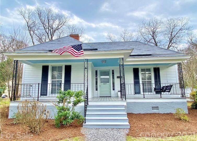 627 W Sharpe Street Statesville, NC 28677