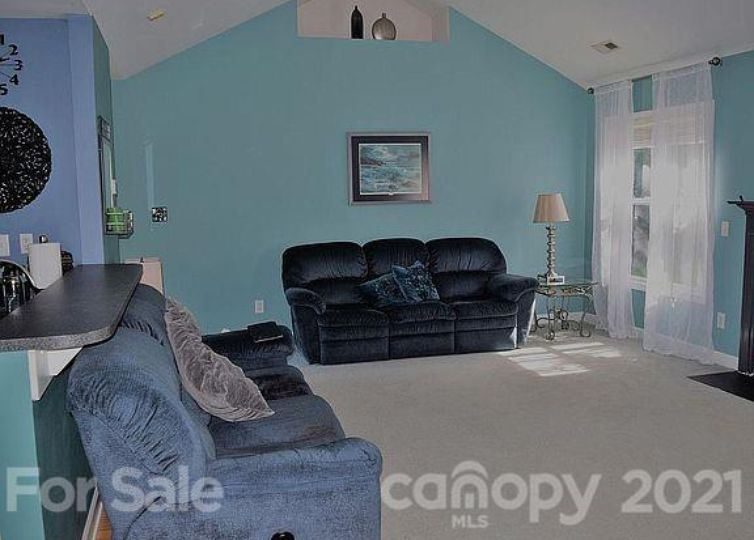 4407 Gladwood Lane photo #1