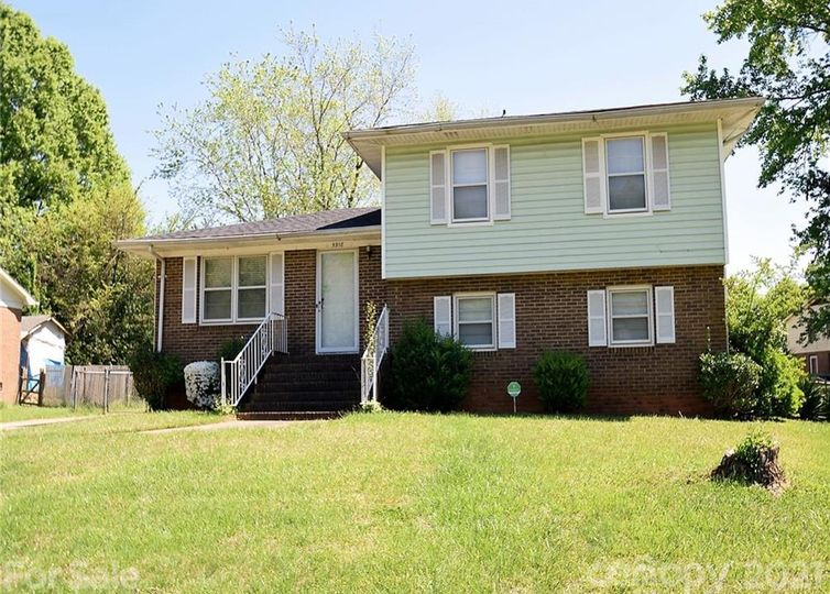 5918 Old Coach Road Charlotte, NC 28215