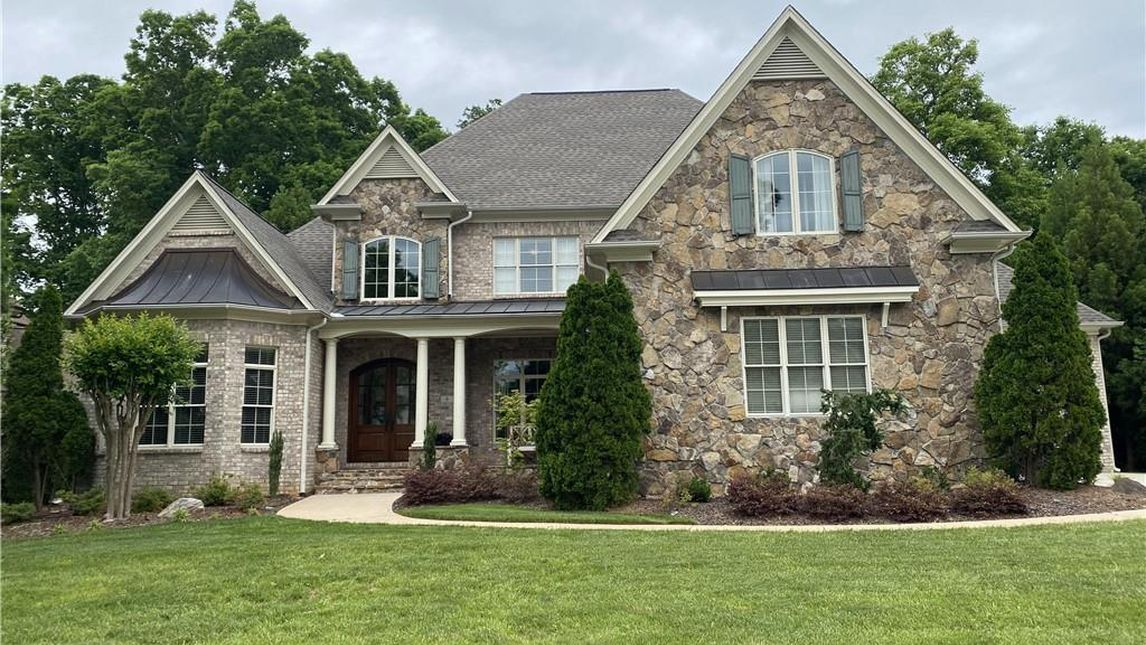 6 Wynnewood Court Greensboro, NC 27408