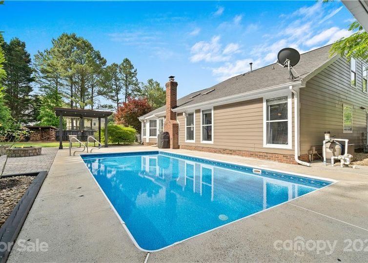 8403 Golden Oak Court photo #1