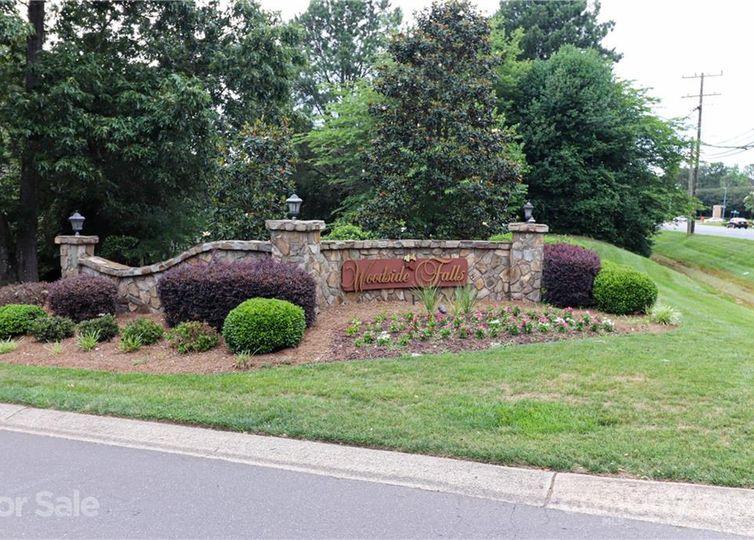 12212 Woodside Falls Road Pineville, NC 28134