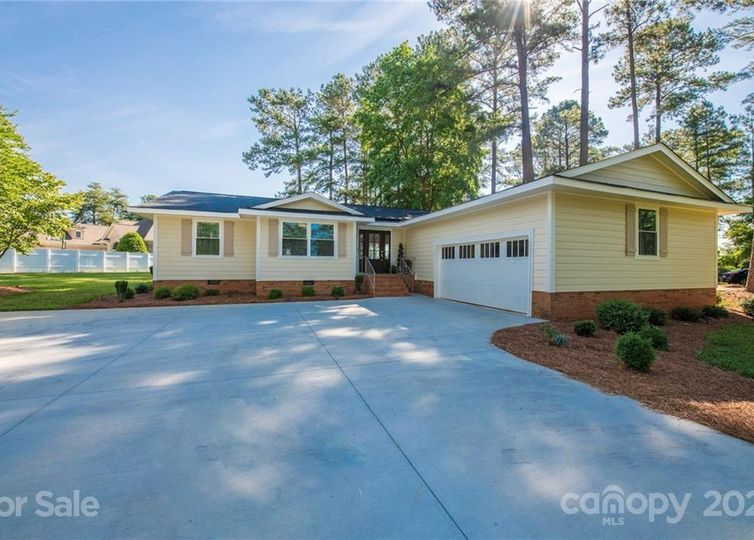 583 Isle Of Pines Road Mooresville, NC 28117