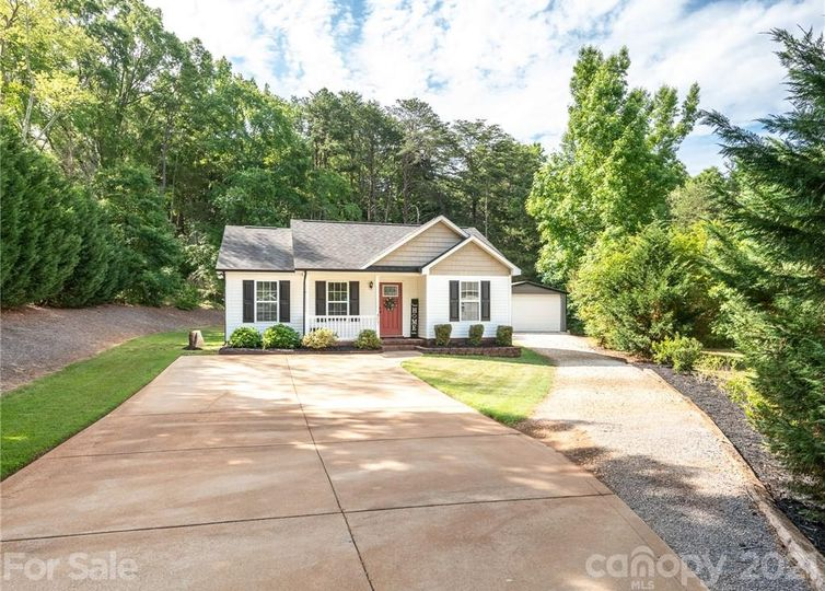 417 Old Speedway Drive NW Concord, NC 28027