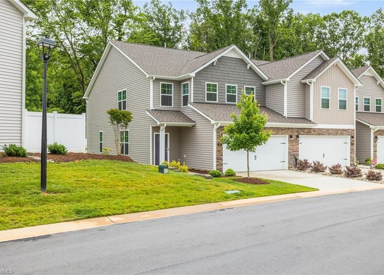 42 Finley Ridge Way Greensboro, NC 27455
