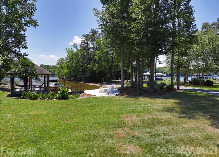 4453 River Oaks Road Lake Wylie, SC 29710