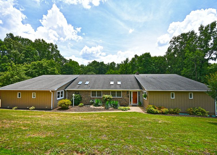 402 Mount Forest Circle Easley, SC 29640