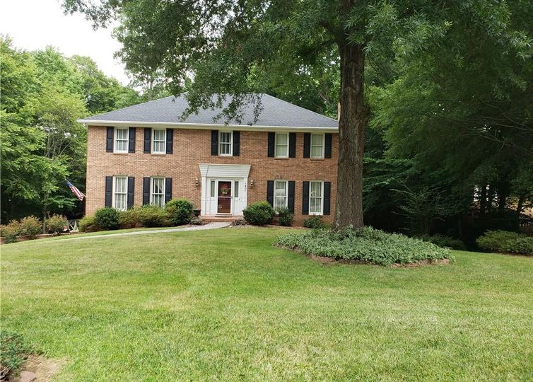 1801 Ramhurst Drive Clemmons, NC 27012