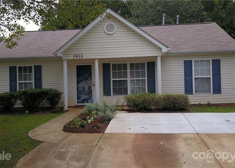 5913 Hamilton Oaks Drive Charlotte, NC 28216