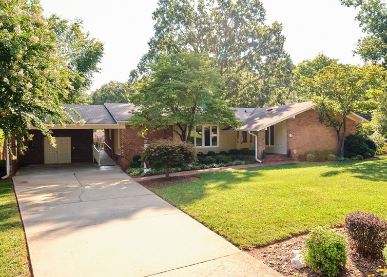 5106 Bennington Drive Greensboro, NC 27410