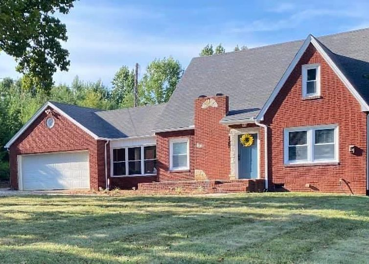 1587 Mountainview Road King, NC 27021