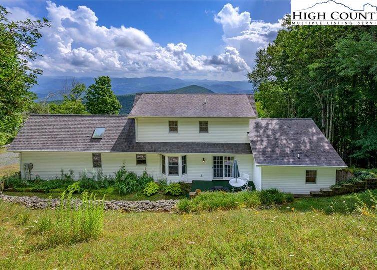 422 Twin Ponds Road Banner Elk, NC 28604