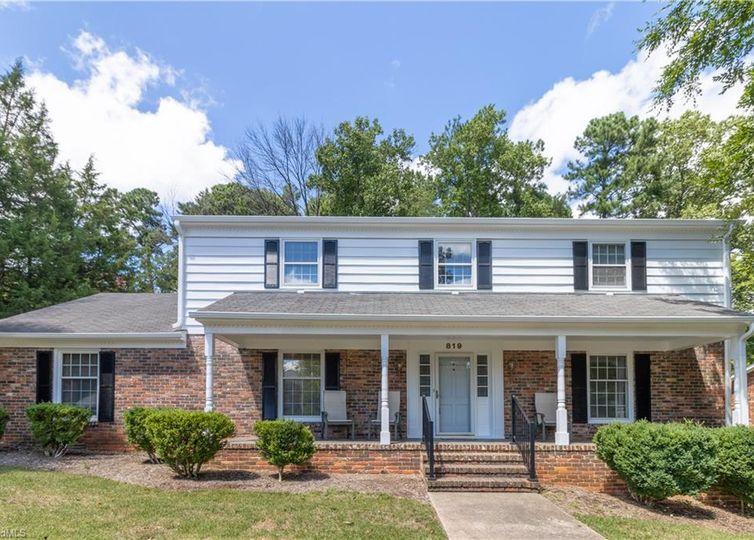 819 Rollingwood Drive Greensboro, NC 27410