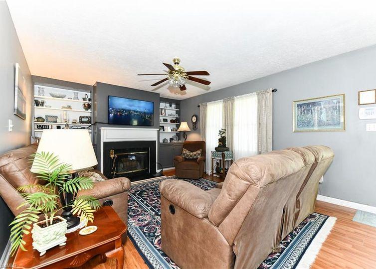 619 Williamsburg Terrace High Point, NC 27262
