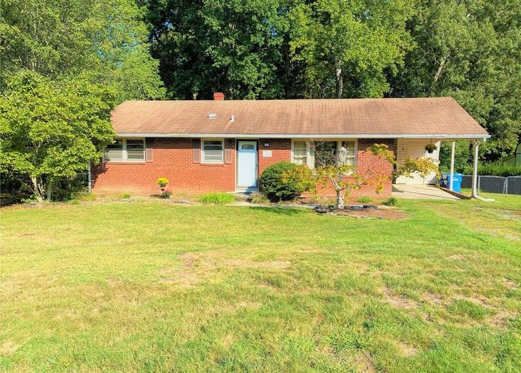 5414 Eastcrest Road Mcleansville, NC 27301