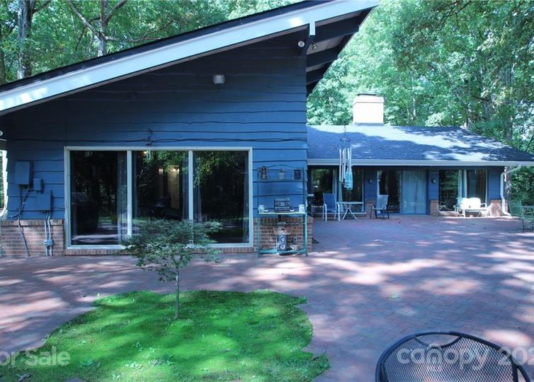 2370 Meadow Road photo #1