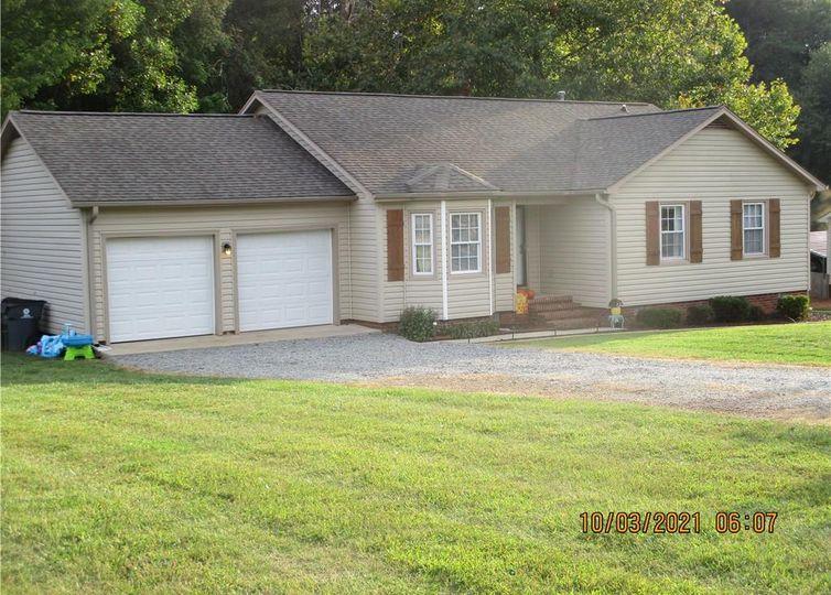 9305 Smoke Hollow Road Kernersville, NC 27284